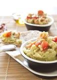 Guacamole fresco con i pomodori Immagine Stock Libera da Diritti