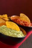 Guacamole mit Nacho Stockfotos