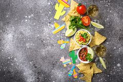 Guacamole, salsa, nachos και tequila στοκ φωτογραφία