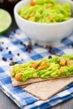 Guacamole z avocado, wapno, pomidor Zdjęcie Royalty Free