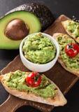 Guacamole z chlebem i avocado Zdjęcie Royalty Free