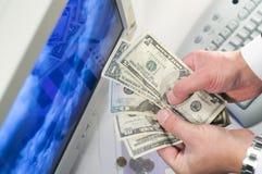 Guadagni i soldi Immagini Stock Libere da Diritti