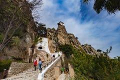 Guadalest, Spanje - April 21, 2018: Panorama aan mooi landschap in bergdorp Guadalest, Spanje stock foto