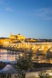 Guadalquivir flod i Cordoba, Andalusia, Spanien fotografering för bildbyråer