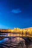 Guadalquivir flod i Cordoba, Andalusia, Spanien royaltyfria foton
