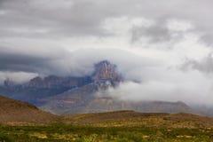 Guadalupe Peak med moln Fotografering för Bildbyråer