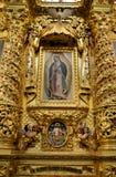 Guadalupe Virgin inom kyrkan av Santo Domingo, Oaxaca arkivfoton
