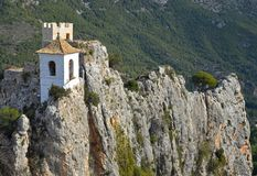 Guadelest城堡在贝尼多姆附近的西班牙 库存图片