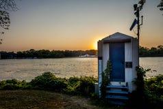 Guaging заход солнца на Миссиссипи Стоковые Изображения RF