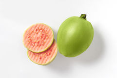 Guaiava rosa di metà fresche isolata su fondo bianco Fotografia Stock Libera da Diritti