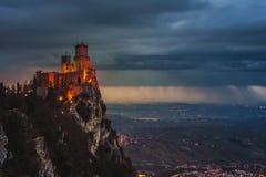 Guaita圣马力诺堡垒在登上Titano的在日落 免版税库存图片