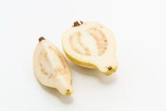 Guajava-Frucht schnitt in zwei Stücke Lizenzfreie Stockbilder