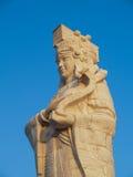 Guan Im dans le temple de Bouddha pour la méditation et le ciel bleu photo stock