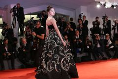 Guan Xiaotong walks the red carpet Stock Photography