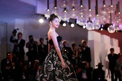 Guan Xiaotong walks the red carpet Royalty Free Stock Photography