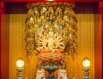 Guan yin beeldhouwwerk in van het de tandoverblijfsel van Boedha de tempel Singapore royalty-vrije stock afbeeldingen