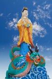 Guan-yin che guida il drago verde Immagini Stock
