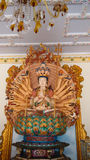 Guan Yin con le mani di diecimila in tempio cinese Immagine Stock Libera da Diritti