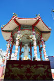 Guan Yin i kinesiskt josshus på templet Arkivfoto