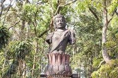 Guan Yin-mahayana Buddhismus im Waldtempel Lizenzfreie Stockbilder