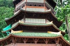 Guan Yin pagod på stället av Tiger Cave Temple (Wat Tham Suea) K Arkivfoto