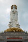 Guan Yin vit marmorstaty Royaltyfri Bild