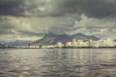 Guanabarabaai met donkere wolken, Rio de Janeiro royalty-vrije stock foto's