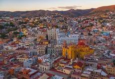 Guanajuato stadshorisont efter solnedgång, Mexico royaltyfria foton