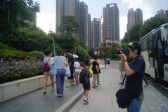 Guangdong Zhongshan, Chinese: visitors to visit the new building Royalty Free Stock Photos