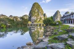 GUANGXI KINA NOVEMBER 23 2016: Sikt av Jiuzhou, Jingxi en stad w Royaltyfria Foton
