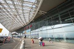 Guangzhou är den södra järnvägsstationen den moderna byggnaden i det guangzhou porslinet Royaltyfria Foton