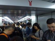 Guangzhou, China: estação de metro e carro de metro, paisagem do passageiro Fotos de Stock