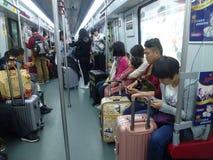 Guangzhou, China: estação de metro e carro de metro, paisagem do passageiro Foto de Stock