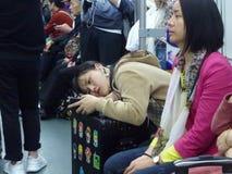 Guangzhou, China: estação de metro e carro de metro, paisagem do passageiro Imagem de Stock Royalty Free