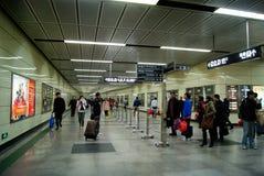 Guangzhou, China: estación de metro Imágenes de archivo libres de regalías