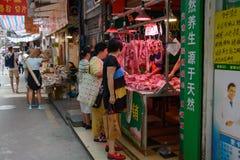 Guangzhou, China - Oktober 17, 2016: slagers` s winkel op een stadsstraat Guanchozhu stock afbeelding