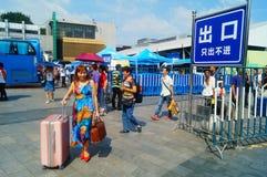Guangzhou, Chiny: guangzhou staci kolejowej kwadrata krajobraz, zwyczajni goście, ordynans obraz royalty free