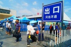 Guangzhou, Chiny: guangzhou staci kolejowej kwadrata krajobraz, zwyczajni goście, ordynans zdjęcie royalty free
