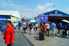 Guangzhou, Chiny: guangzhou staci kolejowej kwadrata krajobraz, zwyczajni goście, ordynans zdjęcia royalty free