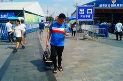 Guangzhou, Chiny: guangzhou staci kolejowej kwadrata krajobraz, zwyczajni goście, ordynans obraz stock