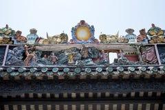 Guangzhou, de beroemde toeristische attracties van China ` s, de voorouderlijke zaal van Chen, dak met kalk het vormen proces om  Stock Foto