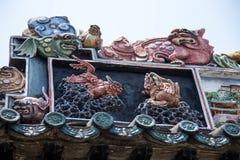Guangzhou, de beroemde toeristische attracties van China ` s, de voorouderlijke zaal van Chen, dak met kalk het vormen proces om  Royalty-vrije Stock Fotografie