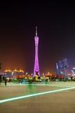 Guangzhou-Kontrollturm in der Nachtstadt Lizenzfreies Stockfoto