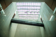 Guangzhou-Museum von Guangdong, umgeben durch Wände und die Spitze der Glaszwischenwand Lizenzfreies Stockbild
