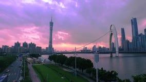 Guangzhou-Turmpanorama-Einbruch- der Nachtvogelperspektive stock video footage