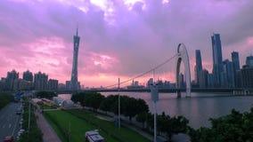 Guangzhou-Turmpanorama-Einbruch- der Nachtvogelperspektive stock video