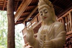 Guans Yins staty Arkivbild