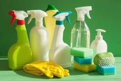 Guante de la esponja del cepillo del espray del hogar de los artículos de la limpieza Fotografía de archivo libre de regalías