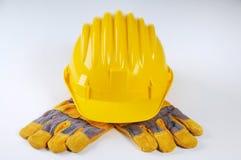 Guantes amarillos del sombrero duro y del trabajo Fotos de archivo libres de regalías