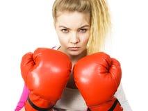 Guantes de boxeo de la mujer que desgastan Imagen de archivo libre de regalías